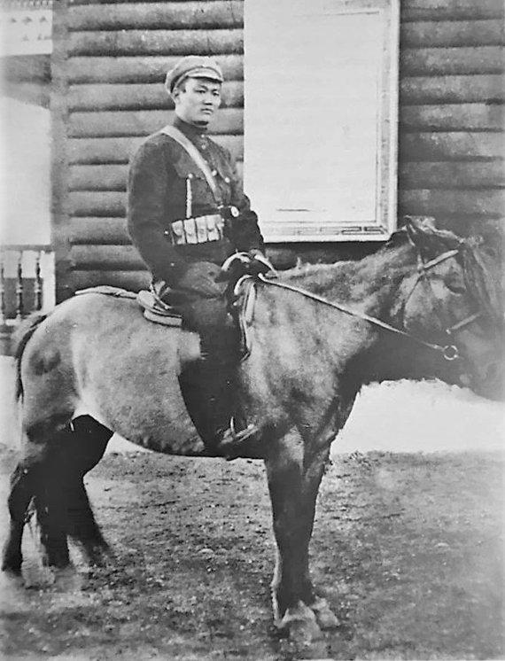 Wikipedia.org nuotr./Damdinas Suchė Batoras (apie 1920–1922 m.)