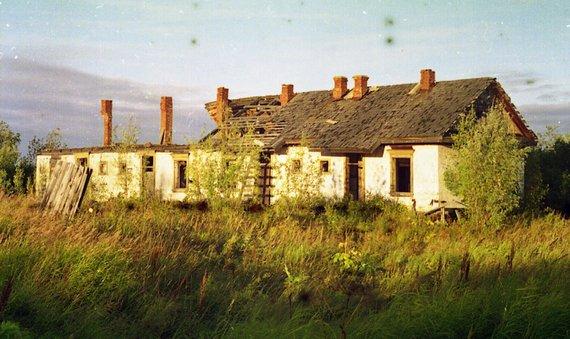 Wikipedia.org nuotr./Griūvantis pastatas apleistoje Jermakovo gyvenvietėje