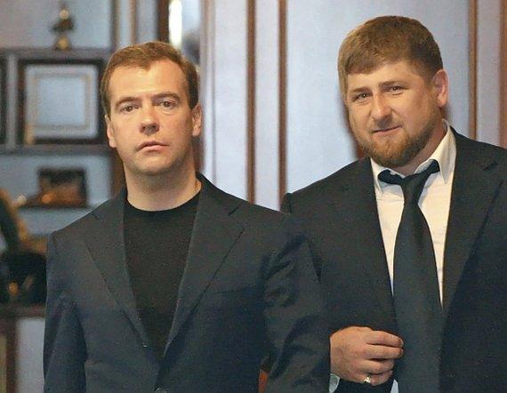 """""""Reuters""""/""""Scanpix"""" nuotr./Dmitrijus Medvedevas ir Ramzanas Kadyrovas"""