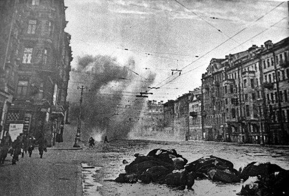 Wikipedia.org nuotr./Nevos prospektas apšaudomas artilerijos ugnimi.