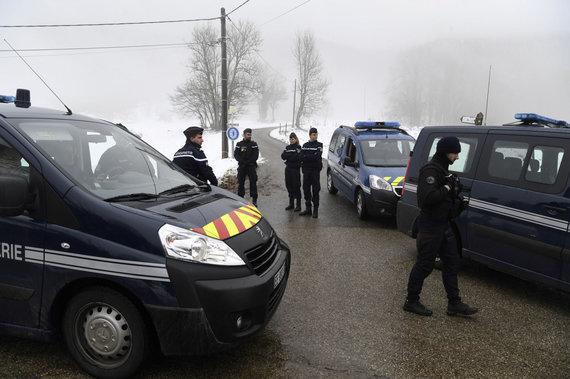 """AFP/""""Scanpix"""" nuotr./Prancūzijos policija ieško aukos palaikų."""
