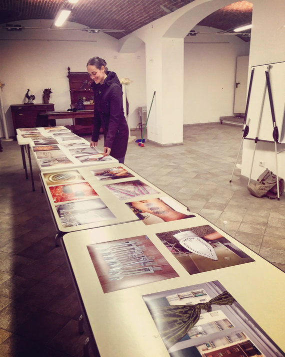 Asmeninio albumo nuotr./Leila Segal ruošiasi nigeriečių pabėgėlių parodai Italijoje