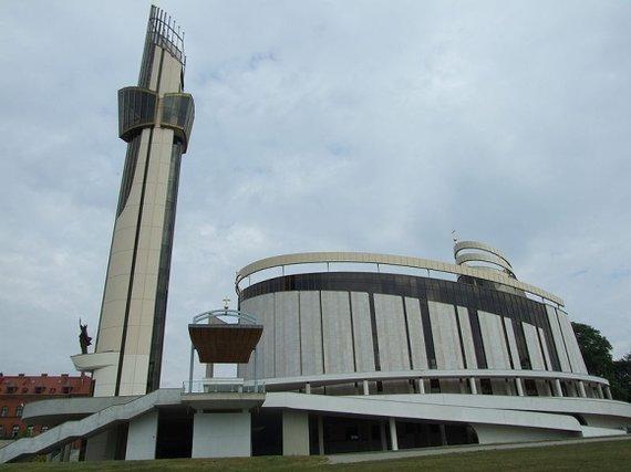 Pimke/Wikimedia.org nuotr./ Dievo Gailestingumo sanktuariumas Krokuvoje-Lagievnikuose, kuriame ilsisi Šv. Faustinos palaikai