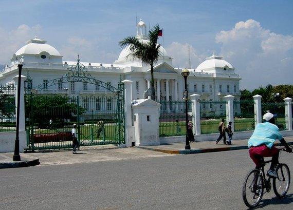 Wikipedia.org nuotr./Haičio prezidento rūmai prieš 2010 metų žemės drebėjimą