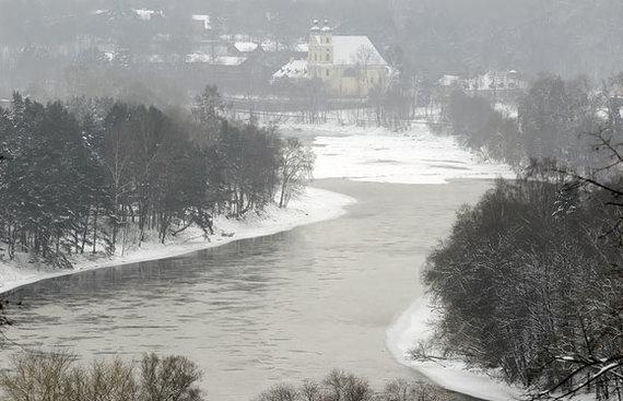 Andriaus Vaitkevičiaus / 15min nuotr./Vaizdas į Nerį iš Verkių rūmų parko