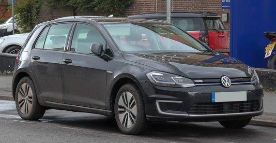 """Vauxford, """"Wikimedia"""" (CC BY-SA 4.0) nuotr./2018-ųjų """"Volkswagen e-Golf"""" – patogus elektromobilis, vienu įkrovimu galintis įveikti 130-190 km."""