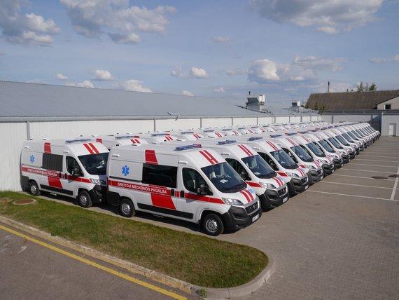"""""""Altas komercinis transportas"""" arch. nuotr./""""Altas komercinis transportas"""" greitosios pagalbos automobiliai"""