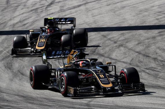XPB/Press Association Images/Romainas Grosjeanas ir Kevinas Magnussenas (Haas)
