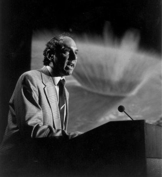 Profesionaliam literatūrologui Deividui Leviui kometų medžioklė buvo ir hobis, ir gyvenimo būdas. Wikipedia.com
