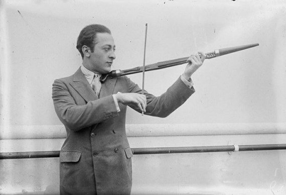 Jaša Heifecas, smuiko virtuozas, meistriškai grojo ir lazda. ©commons.wikimedia.org