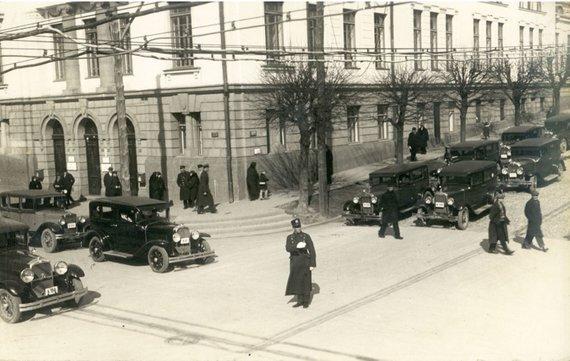 Kelių policijos archyvo nuotr./Pirmieji reguliuotojai