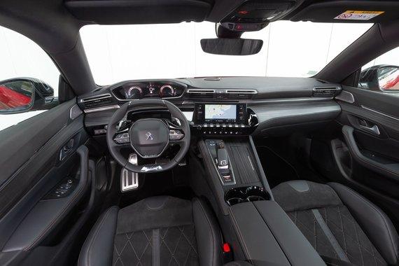 Gamintojo nuotr./Peugeot 508 su 8 laipsnių automatine pavarų dėže interjeras