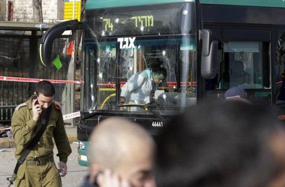 """""""Scanpix"""" nuotr./Sprogimas Jeruzalės autobusų stotelėje"""