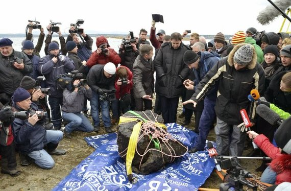 Iš Čebarkulio ežero, tyvuliuojančio netoli Čeliabinsko, dugno tyrinėtojai iškėlė ne vieną meteoritinį kūną. Šaltinis: www.meteorit.ru