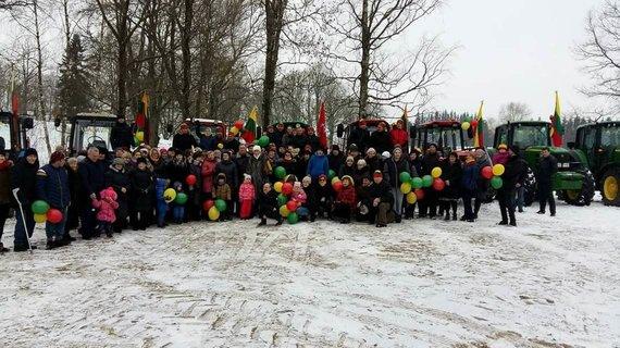 Skaitytojos Ilonos nuotr./Adakavo bendruomenės Vasario 16-sios traktorių akcija