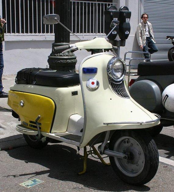 Fuji Rabbit – pirmasis kompanijos žingsnis į ratuotą techniką. (Eric, Wikimedia(CC BY 2.0)
