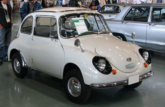 """Subaru 360 buvo pirmasis sėkmingas markės automobilis. JAV jis reklamuotas kaip """"pigus ir bjaurus"""". (TTTNIS, Wikimedia)"""