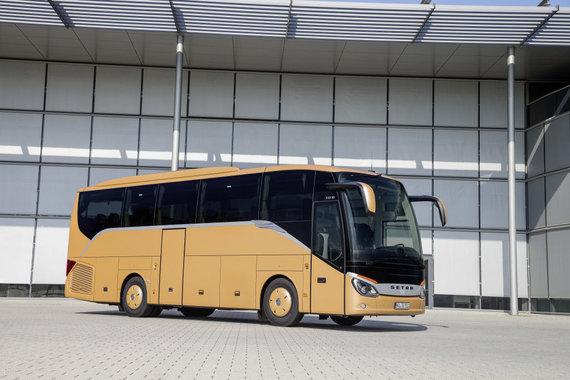 Setra autobusas, pasižymintis geromis aerodinamikos savybėmis – atkreipkite dėmesį į stogo formą, veidrodėlius ir perėjimą tarp priekinio stiklo ir stogo. (Daimler nuotrauka)