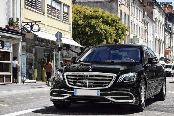 Mercedes-Benz yra vienas iš tų retų gamintojų, kurie iki šiol naudoja kapoto ornamentus. (Alexandre Prévot, Wikimedia(CC BY-SA 2.0)