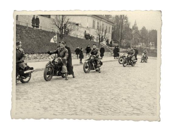 R.Žičkaus archyvo nuotr./ Įdomioji istorija: motociklininkų sezono atidarymas Vilniuje (1938.04.24)