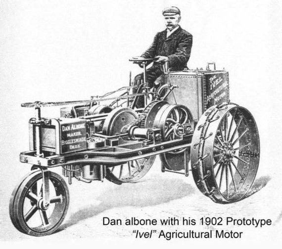 Vienas pirmųjų benzininių traktorių. (Wikimedia)