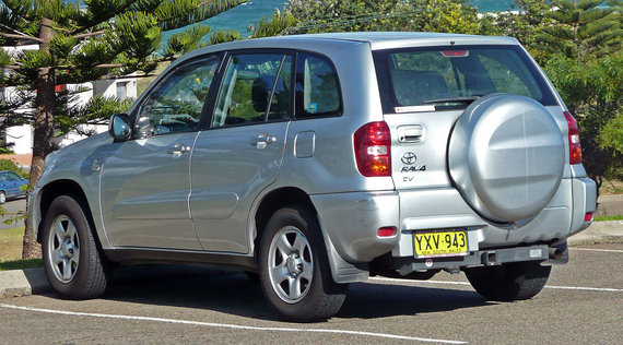 "Wikimedia Commons/OSX nuotr./2003-2005 m. ""Toyota RAV4"""
