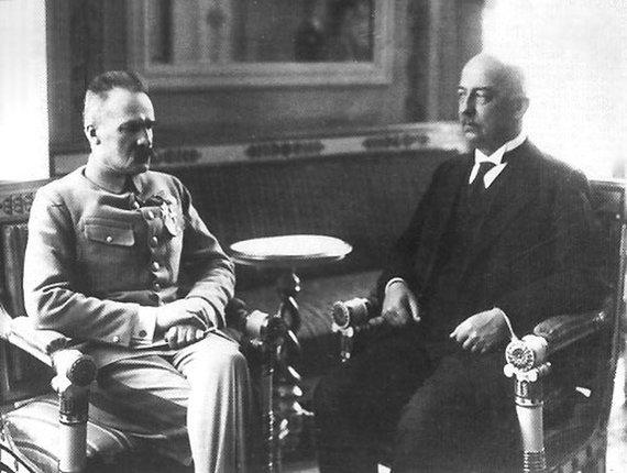 Wikimedia.org nuotr./ Józefas Piłsudskis ir Gabrielius Narutowiczius, Lenkijos prezidentas, Stanislovo Narutavičiaus, Vasario 16-osios Akto signataro, brolis