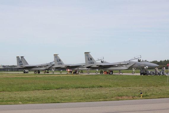 """KAM archyvo nuotr./JAV karinių oro pajėgų naikintuvai F-15C """"Eagle"""""""