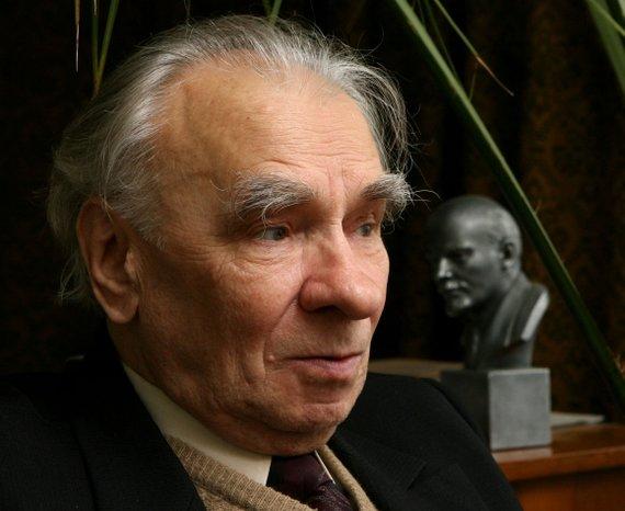 Ramūno Danisevičiaus (dienraščio L.T. archyvo nuotr.)/Buvęs Lietuvos komunistų partijos lyderis Mykolas Burokevičius savo namuose. Fotografuota 2006 m.
