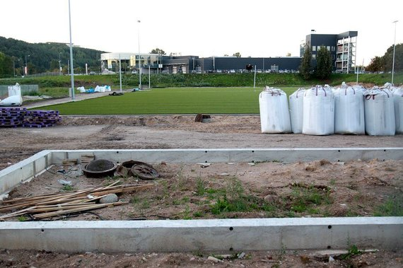 Irmanto Gelūno/15min.lt nuotr./Taip atrodė tvarkomas Vilniaus Vladislavo Sirokomlės vidurinė mokyklos stadionas