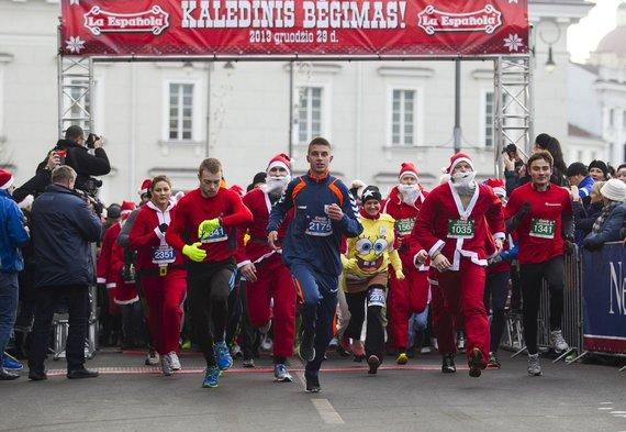 Vilniaus gatvėse – kalėdinis bėgimas.