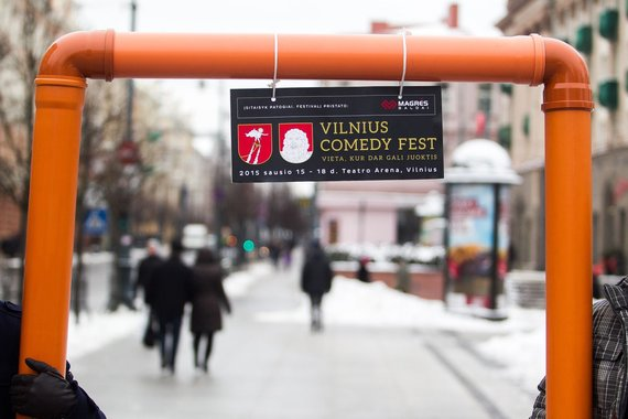 "Irmanto Gelūno/15min.lt nuotr./Artėjant ""Vilnius Comedy Fest"" sostinėje atidengta ""Džiaugsmo arka"""