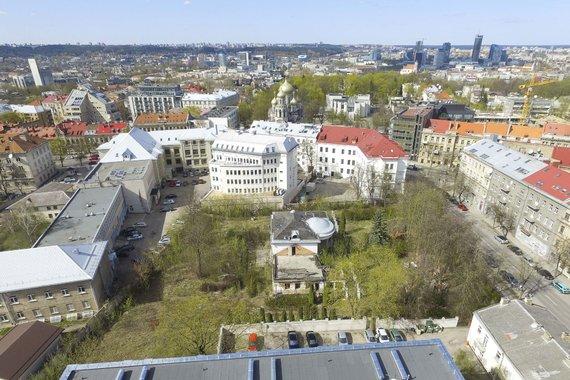 Irmanto Gelūno / 15min nuotr./Vilniaus centre stovi apleistas Raimondui Baranauskui priklausantis namas