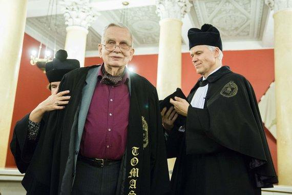 Irmanto Gelūno / 15min nuotr./VU Senato ceremonijoje suteiktas garbės daktaro vardas profesoriui Tomui Venclovai