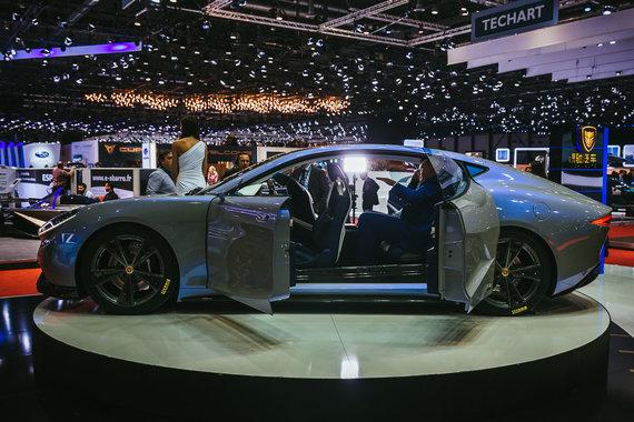 """Irmanto Gelūno / 15min nuotr./Ženevos automobilių parodoje kinai pristatė elektrinį superautomobilį """"Venere"""""""