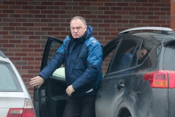 """Irmanto Gelūno / 15min nuotr./Aidas Adomaitis su tarnybine """"Toyota RAV4"""""""