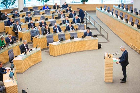 Irmanto Gelūno / 15min nuotr./Bronius Markauskas atsakinėja į Seimo narių klausimus