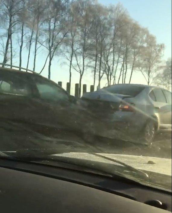 """Kadras iš """"Facebook"""" profilio """"Kur stovi policija Kaune"""" filmuotos medžiagos/Įvykio vietoje"""