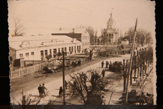 Raimundos Jocienės nuotr./Kybartai. Pagrindinė miestelio gatvė. Nuotrauka daryta apie 1950-uosius