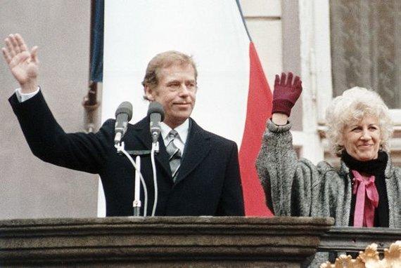 """""""Reuters""""/""""Scanpix"""" nuotr./Vaclavas Havelas su žmona Olga"""