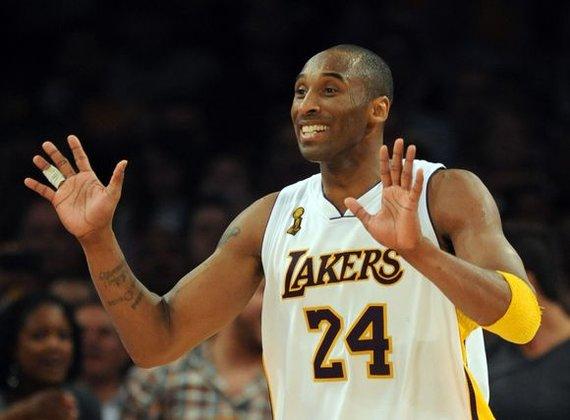"""""""Reuters""""/""""Scanpix"""" nuotr./Kobe Bryantas džiaugiasi antrąja pergale NBA lygos finale"""