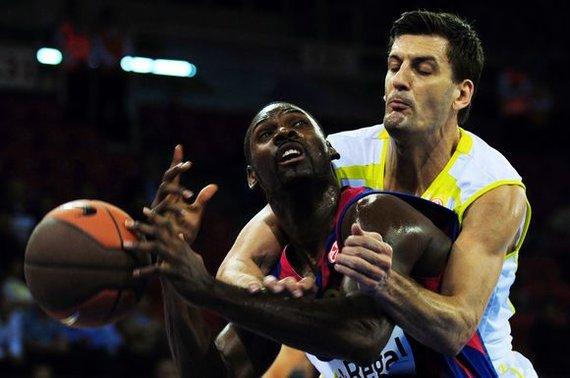 """AFP/""""Scanpix"""" nuotr./P.Mickealas vos persikėlęs į """"Barcelonos"""" ekipą iš karto tapo vienu komandos lyderių"""