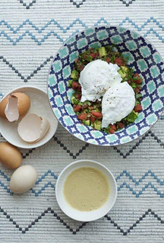 Dangiros Šimašiutės nuotr./Be lukšto virti kiaušiniai su lęšių ir pomidorų salotomis