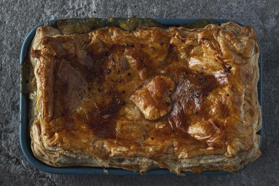 TV3 nuotr./Sluoksniuotos tešlos pyragas su vištiena ir pievagrybiais