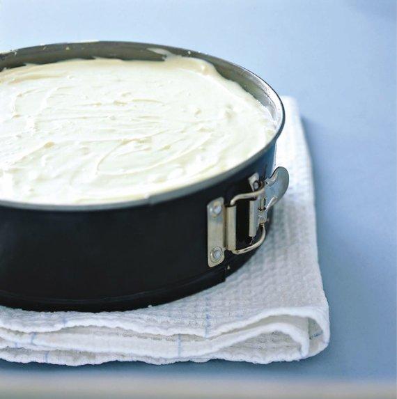 Vida Press nuotr./Kepimui paruoštas sūrio pyragas
