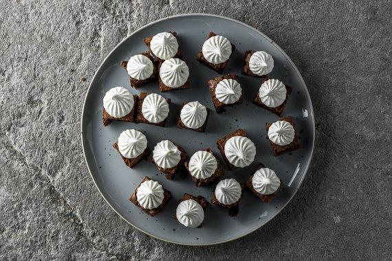 TV3 nuotr./Vieno kąsnio šokoladiniai pyragaičiai su vaniliniu maskarponės kremu