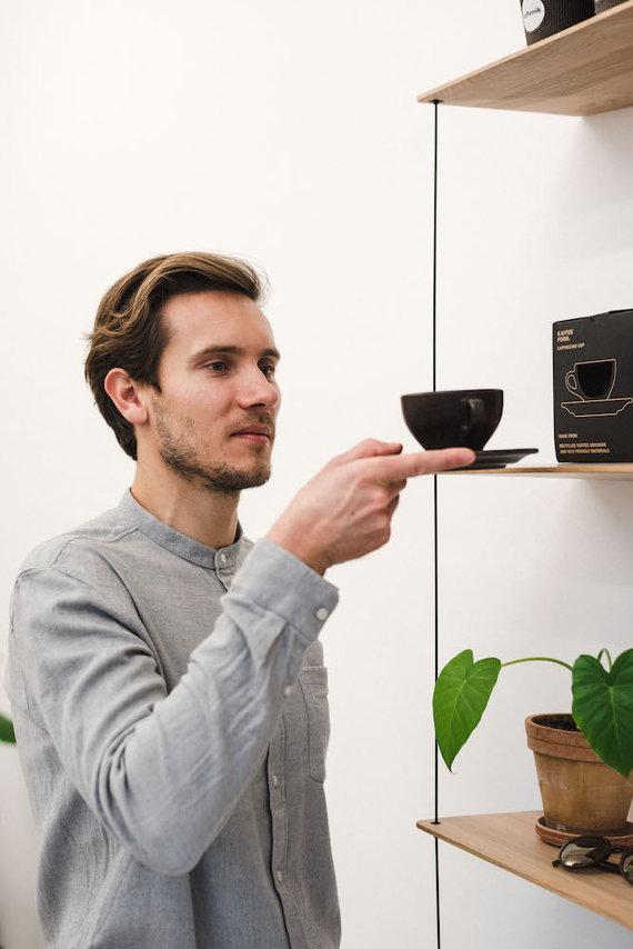 Luke'o Marshallo nuotr./Idėja apie indus iš kavos tirščių Julianui Lechneriui gimė studijuojant Italijoje