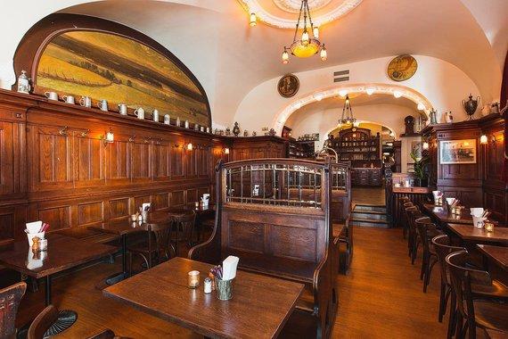 "Zumen.se nuotr./Restorano ""Zum Franziskaner"" alaus salė"