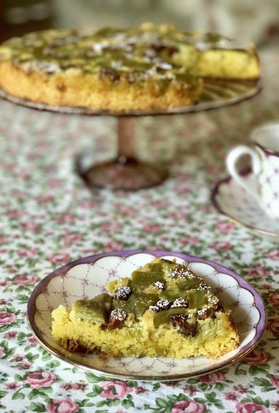 Autorės nuotr. /Rabarbarų pyragas su migdolais