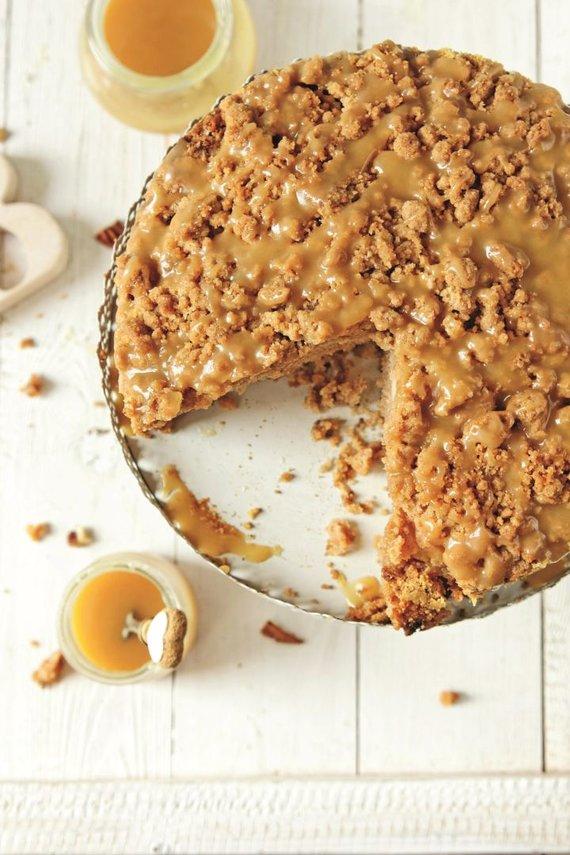 Shutterstock nuotr. /Trupininis obuolių pyragas su karameliniu kremu